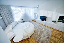 chambre avec lit rond chambre avec un lit rond dans un loft contemporain à chisinau en