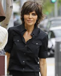 how to get lisa rinna s haircut step by step lisa rinna goes casual chic as she steps out for lunch in all
