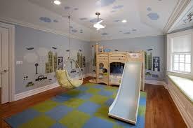 chambre cabane enfant lit cabane enfant en bois massif parquet assorti et tapis
