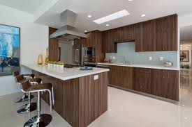 cuisine contemporaine en bois eclairage pour ilot de cuisine 7 99 id233es de cuisine moderne