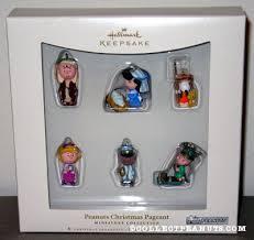 peanuts hallmark miniature ornaments snoopy miniatures and ornament