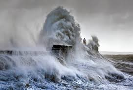 frozen waves photos of monumental waves crashing in australia by warren keelan