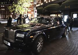 roll royce blue london spercar spotting blue rolls royce phantom in the night in