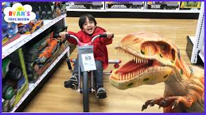 toys hunt at toys r us ryan toysreview giant life size dinosaur