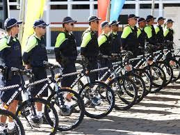 Fabuloso G1 - Polícia Militar adota bicicleta para patrulhar ruas do Gama  @IH61