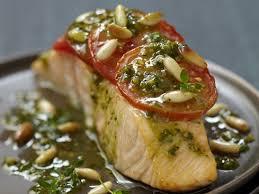 cuisine pavé de saumon pavé de saumon à la tomate et au pesto recettes femme actuelle