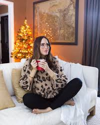 The Most Stylish Maternity Christmas Outfits of 2018  Bintroo