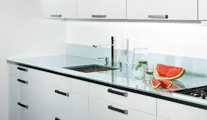plan de travail cuisine verre plan de travail cuisine sur mesure en verre idée de modèle de cuisine