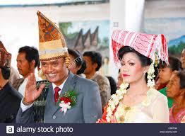 indonesian bride stock photos u0026 indonesian bride stock images alamy
