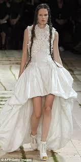 kate middleton u0027s wedding dress designed by alexander mcqueen u0027s
