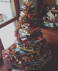 here s how to make a tree out of a stack of books