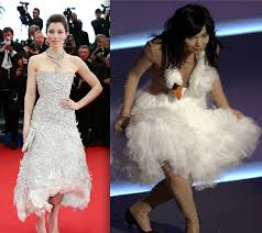 swan dress biel has björk swan dress moment in marchesa stylecaster