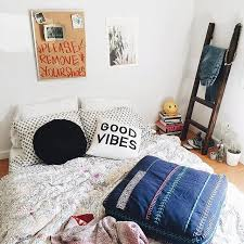 Home Decor Stores Like Urban Outfitters Thursday Tip Off Dorm Decorating Urban Outfitters Blog