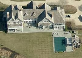where does hillary clinton live bill and hillary clinton downsize their summer home to pay 100 00