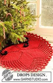 10 snowdrifts crochet tree skirt made with red heart yarn and