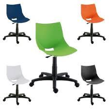 chaise à roulettes coque design en ppp sur socle à roulettes