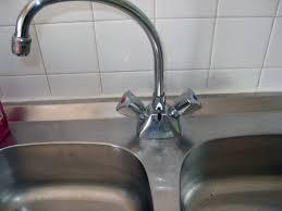 remplacer robinet cuisine fiches bricolage plomberie robinet mélangeur à quoi sert la tige