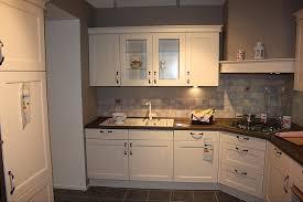 kranzleiste küche nobilia musterküche landhausküche gemütlich und modern l form mit