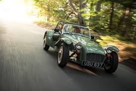 retro modern kicks caterham seven sprint autoevolution