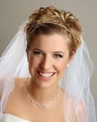 Hochsteckfrisurenen Hochzeit Mit Diadem Und Schleier by Brautfrisuren Für Kurze Haare Haarschnitt Ideen Und Accessoires