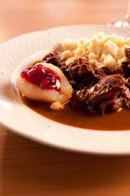 cuisiner gigot de chevreuil cuissot de chevreuil et poires pochées au vin supermarchés