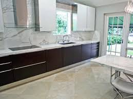 decor u0026 tips marble slab backsplash with two tone kitchen cabinet