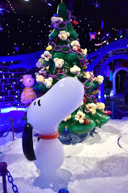 linus christmas tree mousesteps gaylord palms 2016 opens with a brown
