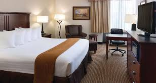 hotel rooms and amenities ramkota casper king guest room