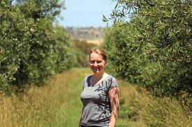 tree change for uk doctor rooted in tasmanian olive grove abc