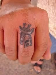 10 animal giraffe tattoo on finger