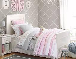 pouf chambre enfant design interieur deco chambre enfant retro papier peint gris