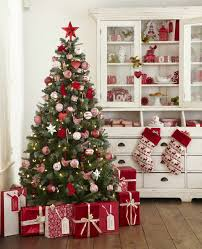 Decorate Christmas Ornaments Yourself by Christmas Decorations In Red For A Romantic Atmosphere Hum Ideas