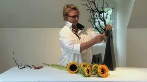 halloween floral centerpieces halloween flower arrangement with just a few flowers youtube