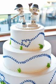 baseball wedding cake toppers baseball wedding dodger yankee rivalry wedding cake precious