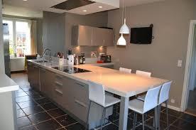 cuisine avec plan de travail table cuisine plan de travail cuisine moderne greige avec plan de