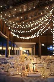 tons mariage mariage grange avec guirlandes lumineuses wedding 2016