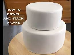 how to dowel and stack cakes simple tips for a cake decorating