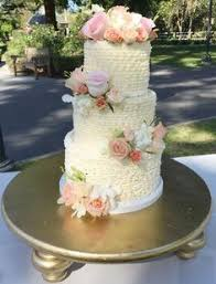 cake bar by frost it cakery photo by anna delores wedding cakes