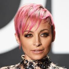 short haircuts for fine hair video 20 it girl approved short haircuts for fine hair byrdie uk
