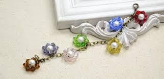 flower charm bracelet images How to make a beaded flower charm bracelet with crystal and pearl jpg