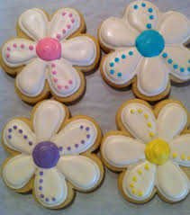 daisy spring flower decorated sugar cookies 1 by