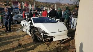 crashed lamborghini huracan lamborghini gallardo that crashed in johannesburg looks like total