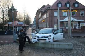 Esszimmer Bad Oeynhausen Speisekarte 1847901396 Polizeibeamte Nehmen Beschaedigte Auto In Augenschein Jpg