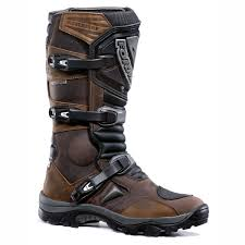 sport riding boots 10 of the best adventure boots visordown