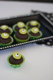 serve it mini halloween cupcakes thoughtfully simple
