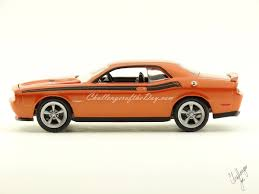 Dodge Challenger 2011 - greenlight 2011 dodge challenger r t classic orange trade show car