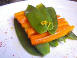 cuisiner des pois gourmands batonnets de carottes glacés à l orange et pois gourmands la