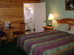 Lodge Style Bathroom Oor Cabins Are Located In The Largest Grove Of Ponderosa Pines In