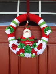 12 inch christmas santa yarn wreath in red christmas crafts