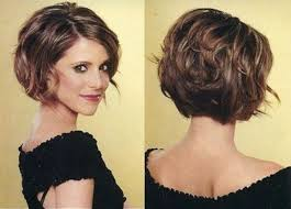 ways to style chin length hair 20 feminine short haircuts for wavy hair easy everyday hairstyles